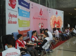 EVNNPC tham gia Tuần lễ hồng EVN lần thứ IV