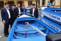 EVNNPC tri ân khách hàng tại vùng lũ Nghệ An, Hà Tĩnh