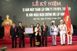 Than Dương Huy đón nhận Huân chương Độc lập hạng Ba