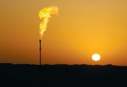Arab Saudi mạnh tay hạ giá dầu bán cho châu Á
