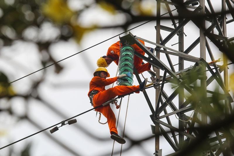 Một số giải pháp đảm bảo cung cấp đủ điện trong ngắn hạn