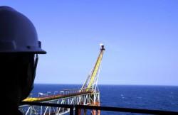 Giá dầu thấp: Nguyên nhân, hệ quả và giải pháp đối phó