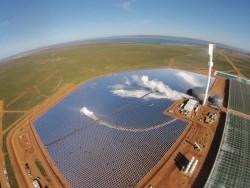 Chuẩn bị vận hành cánh đồng năng lượng mặt trời lớn nhất thế giới