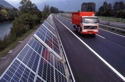 Lắp đặt pin năng lượng mặt trời trên đường cao tốc tại Mỹ