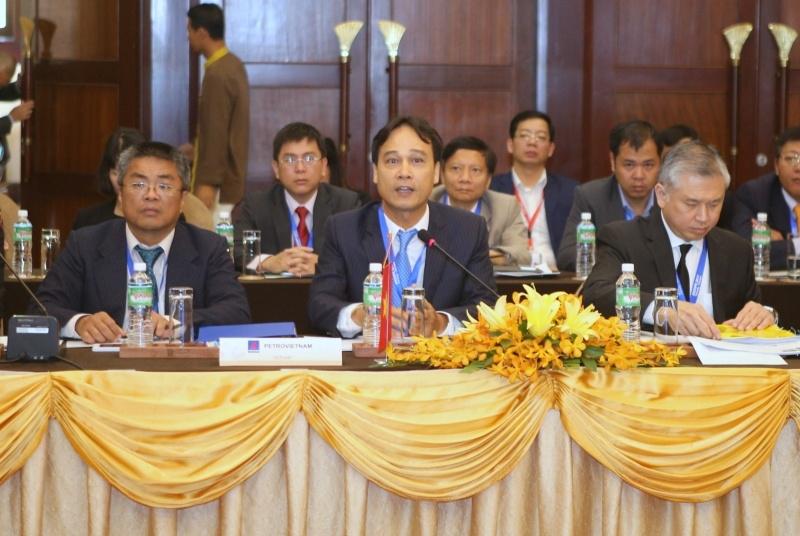 C:\Users\chiemnh\Pictures\Thang 5 - 2017\Ông Nguyễn Quỳnh Lâm, Phó Tổng Giám đốc Tập đoàn Dầu khí Việt Nam, Chủ tịch Ủy ban Quốc gia ASCOPE Việt Nam (ngồi giữa) phát biểu tại kỳ họp..jpg