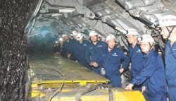 Cần đẩy mạnh cơ giới hóa trong khai thác than