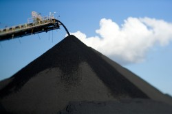 Cân đối giữa sản xuất và tiêu thụ để giảm tồn kho than