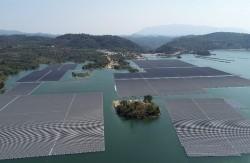 Việt Nam có nên phát triển điện mặt trời nổi trên mặt nước?