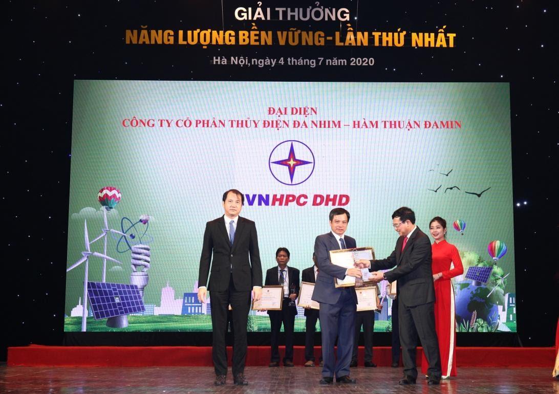 Công ty DHD và các đơn vị EVN đạt Giải thưởng Năng lượng bền vững 2019