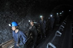 Ba vạn thợ mỏ của ngành Than tạm nghỉ việc