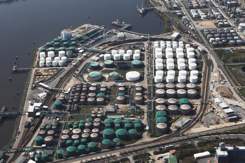 Dự trữ dầu thô của Mỹ tăng cao kỷ lục