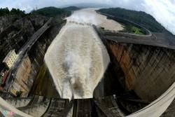 Bắt đầu mở cửa xả đáy Thủy điện Hòa Bình