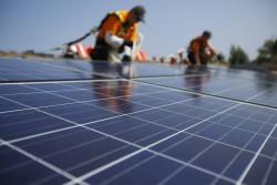 Lắp đặt hệ thống điện mặt trời tại trụ sở EVN