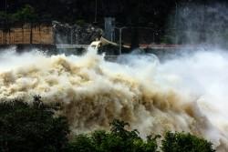 Thủy điện Sơn La, Tuyên Quang, Hòa Bình mở cửa xả đáy