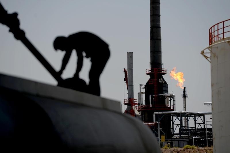 Thị trường dầu mỏ thế giới trước nguy cơ khủng hoảng?