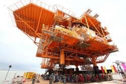 Lắp đặt khối thượng tầng giàn PIP mỏ Sư Tử Trắng