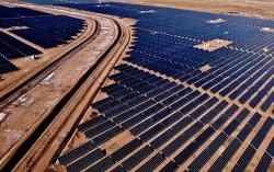 Vận hành nhà máy điện Mặt Trời lớn nhất thế giới