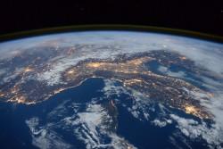 Nước và dầu thô đang đe dọa tương lai nhân loại