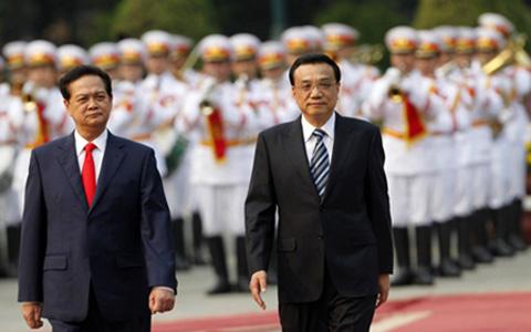 """Tranh chấp trên Biển Đông giữa Trung Quốc với Việt Nam mang tính áp đặt cường quyền của Trung Quốc rõ ràng là không có lợi cho sự phát triển của 2 nước và """"Tuyên bố chung Việt Nam-Trung Quốc trong thời kỳ mới"""" trong chuyến thăm Việt Nam của Thủ tướng Trung Quốc từ ngày 13/10 là tất yếu khi TQ nhận thức và đánh giá đúng vấn đề và vị thế Việt Nam."""