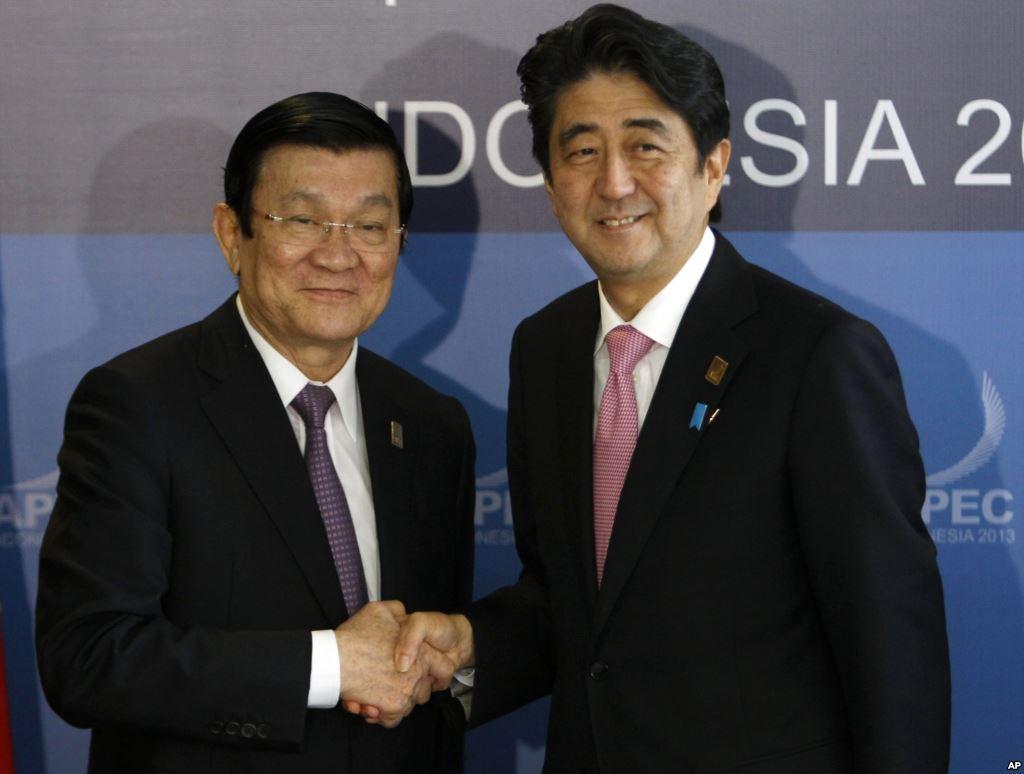 Chủ tịch nước Việt Nam và Thủ tướng Nhật Bản đều nhất trí cho rằng hòa bình, ổn định, an ninh và an toàn hàng hải tại các vùng biển như Biển Đông, biển Hoa Đông có ý nghĩa hết sức quan trọng đối với sự phát triển chung của toàn khu vực