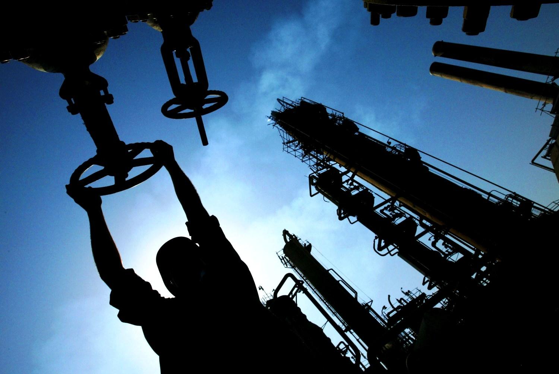 Nhận định về thị trường dầu mỏ thế giới trong trung hạn