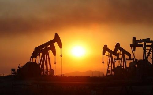 """5 yếu tố có thể """"nhấn chìm"""" giá dầu thời gian tới"""