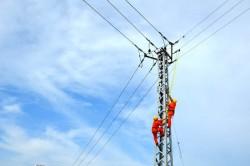 Cấp điện trở lại cho các phụ tải ở miền Trung