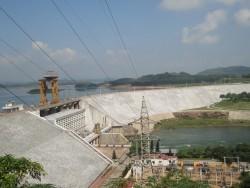 Mực nước tại hồ Thủy điện Thác Bà đang xuống rất thấp