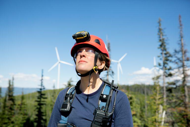 Tạm biệt mỏ than, đi trèo cột điện gió