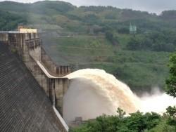 Thủy điện Sông Tranh 2 xả tràn tạo dung tích đón lũ