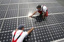 Mỗi ngày thế giới lắp đặt 500.000 tấm pin mặt trời