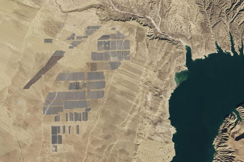 Điện mặt trời Trung Quốc [Bài học thứ ba]: Đứng trên vai 'Người khổng lồ'