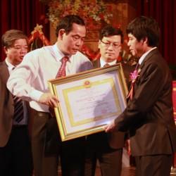 Công ty Điện lực Hòa Bình nhận Huân chương Lao động hạng Nhất