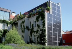 Khách sạn tự cấp năng lượng đầu tiên trên thế giới