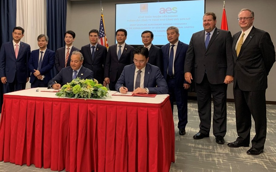 AES and PV Gas sign Joint Venture Agreement for Son My LNG Terminal