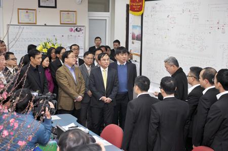 Bí thư Thành ủy Hoàng Trung Hải thăm và chúc Tết EVN HANOI