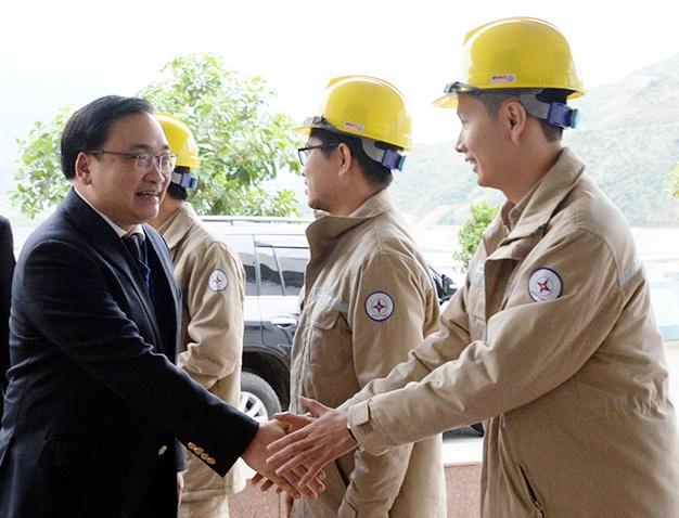 Ban Thường vụ Thành ủy Hà Nội thăm Thủy điện Sơn La