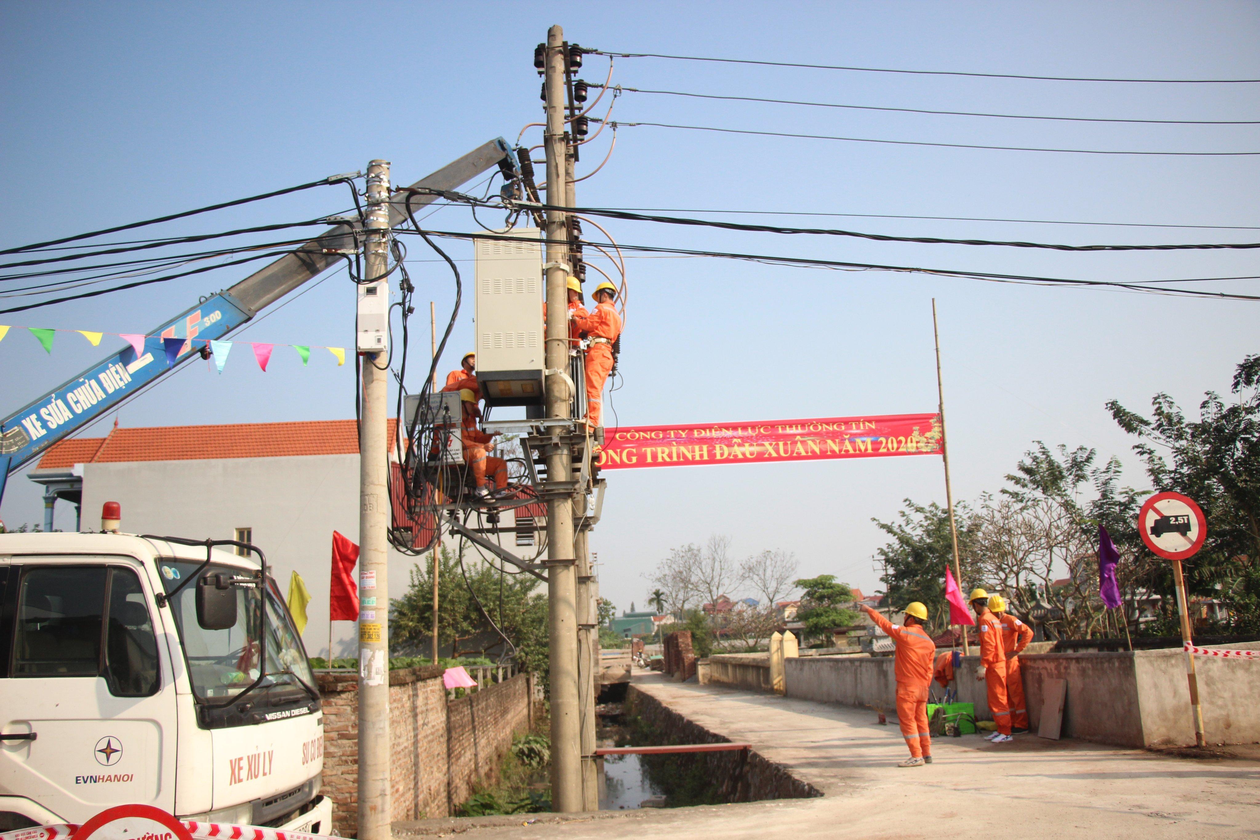 EVNHANOI triển khai cải tạo, nâng cấp lưới điện dịp đầu Xuân