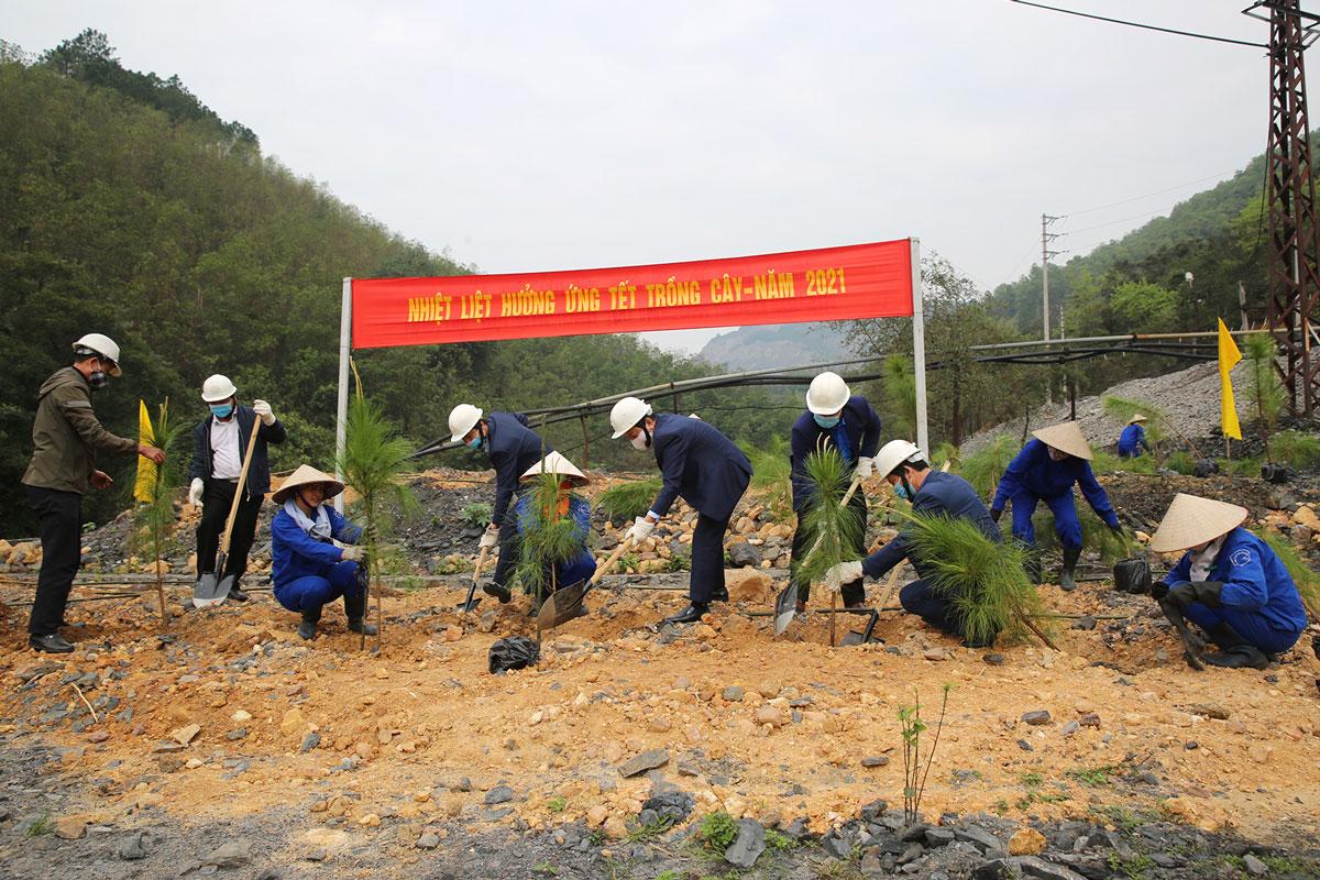 Than Vàng Danh sản xuất trên 13.000 tấn than nguyên khai ngay ngày đầu trở lại làm việc