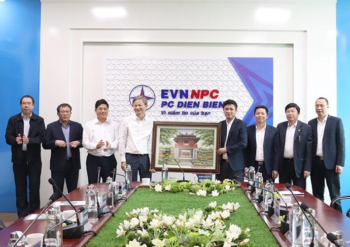 Tổng Giám đốc EVN làm việc với Công ty Điện lực Điện Biên
