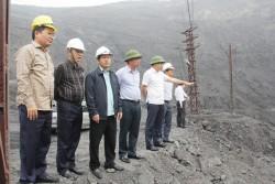 Tổng Giám đốc TKV kiểm tra sản xuất than lộ thiên mỏ Cọc Sáu