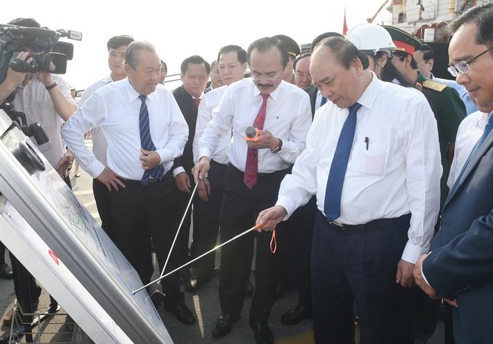 Thủ tướng khảo sát vị trí xây dựng dự án điện LNG Long An 1 và 2