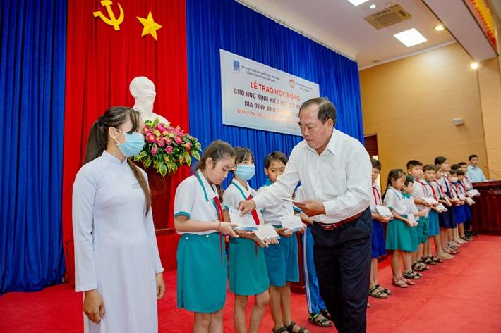 PV GAS tặng học bổng cho học sinh nghèo tỉnh Cà Mau