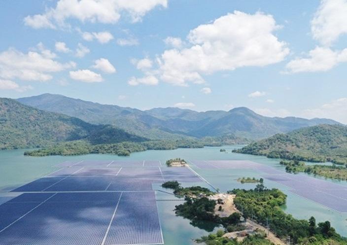 Tiết giảm nguồn năng lượng tái tạo là 'bắt buộc' và tiếp tục thực hiện