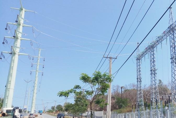 Hoàn thành công trình đường dây 110 kV cấp điện cho Tổ hợp hóa dầu miền Nam