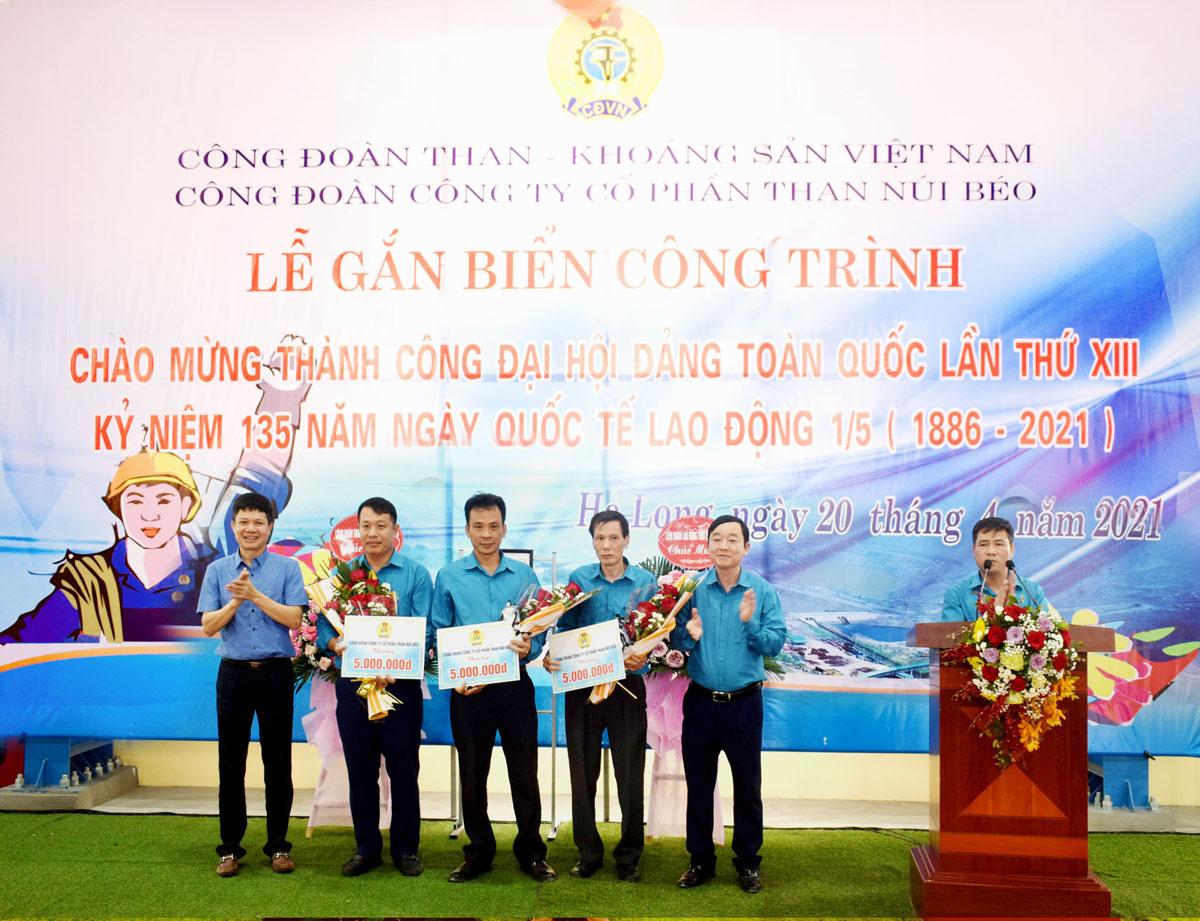 Công đoàn than Núi Béo gắn biển công trình chào mừng thành công Đại hội Đảng toàn quốc lần thứ XIII