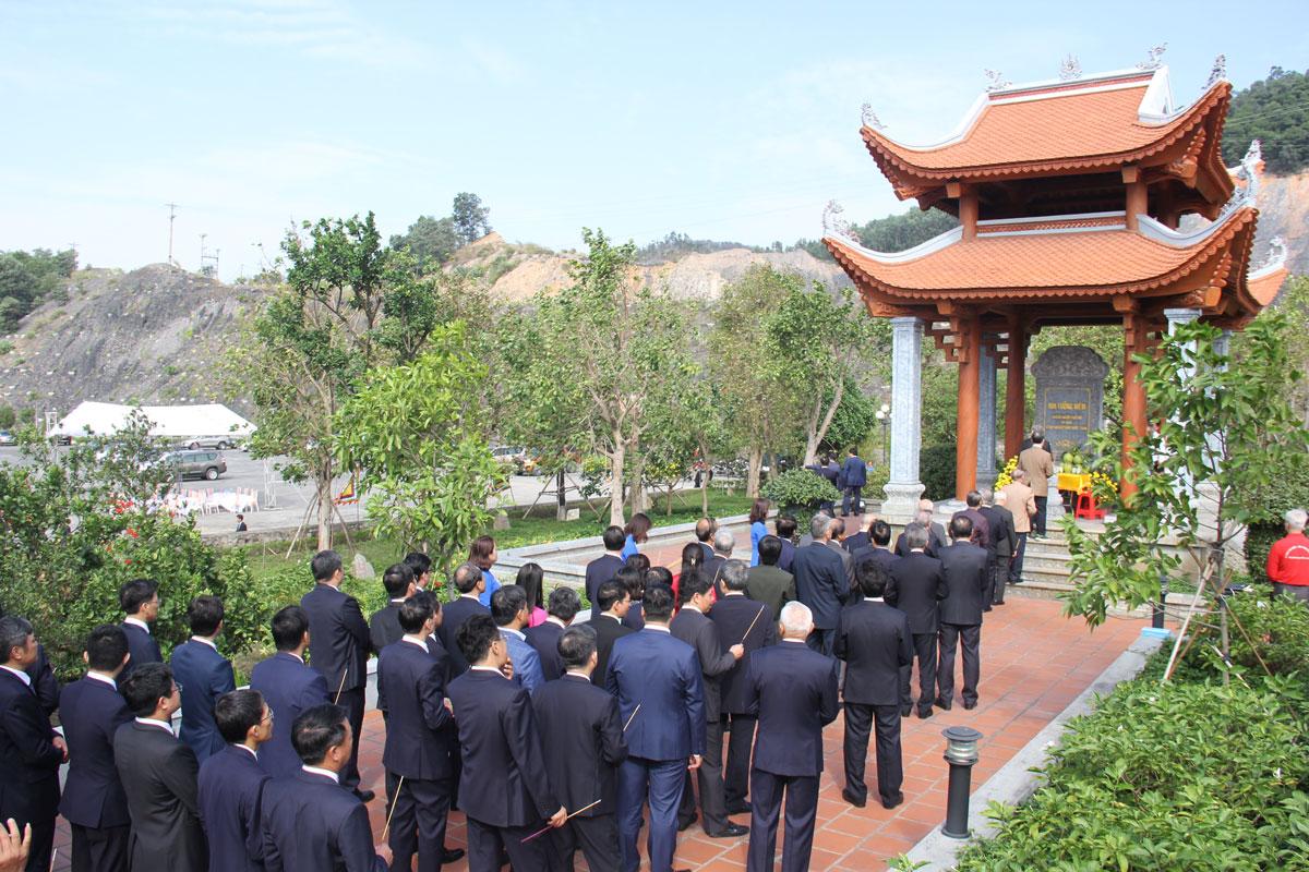 Lãnh đạo Tập đoàn TKV dâng hương tại Khu Di tích lịch sử địa điểm khai thác than đầu tiên của Việt Nam