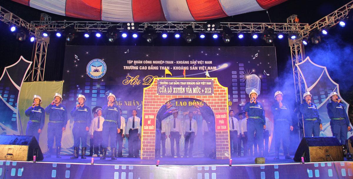 Hội diễn văn nghệ chào mừng 60 năm ngày Truyền thống Trường Cao đẳng TKV