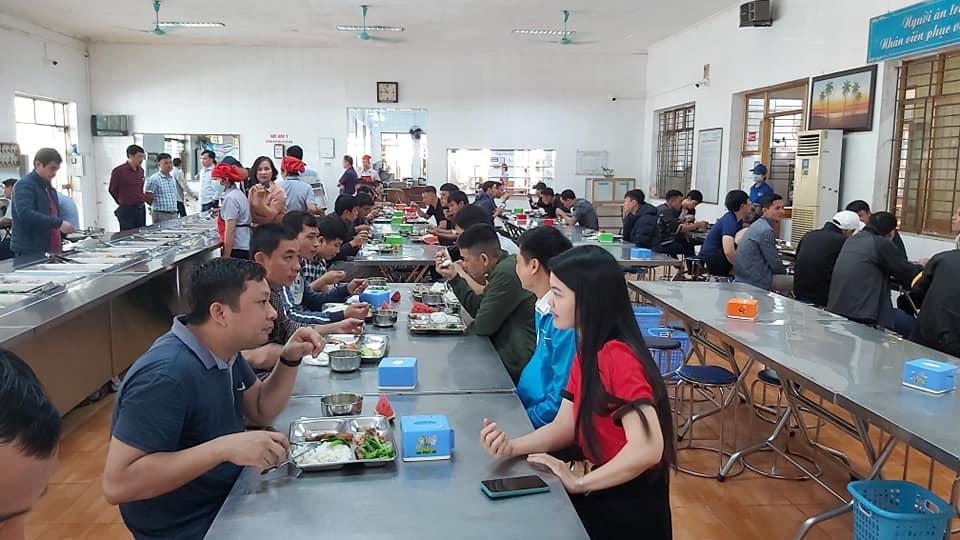 Công ty than Uông Bí triển khai phục vụ ăn tự chọn tại khu tập thể công nhân