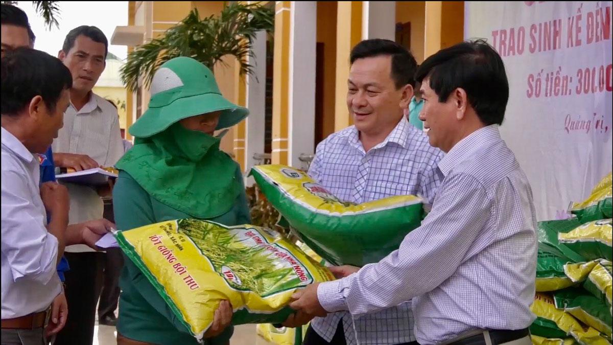 Công ty CP than Vàng Danh ủng hộ người dân Quảng Trị bị thiệt hại do mưa lũ